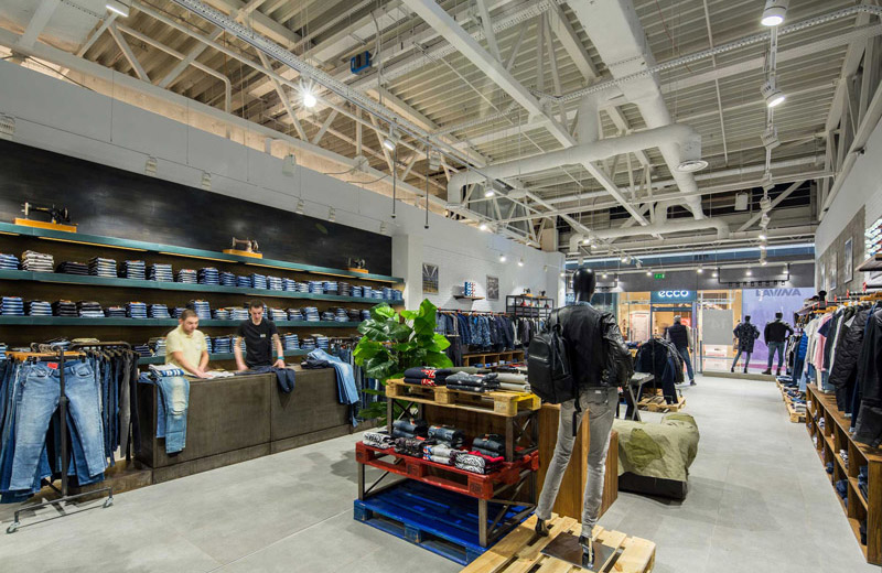 Stem - освещение магазина брендовой одежды - 1