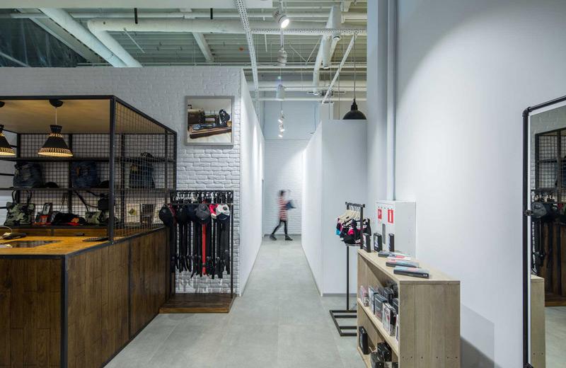 Stem - освещение магазина брендовой одежды - 2