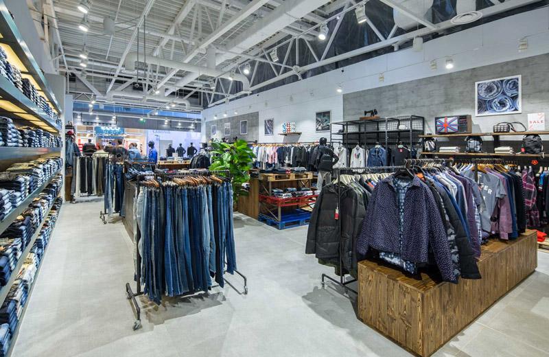 Stem - освещение магазина брендовой одежды - 3